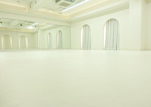 広さ 70平米・高さ 3メートルの専用スタジオ!